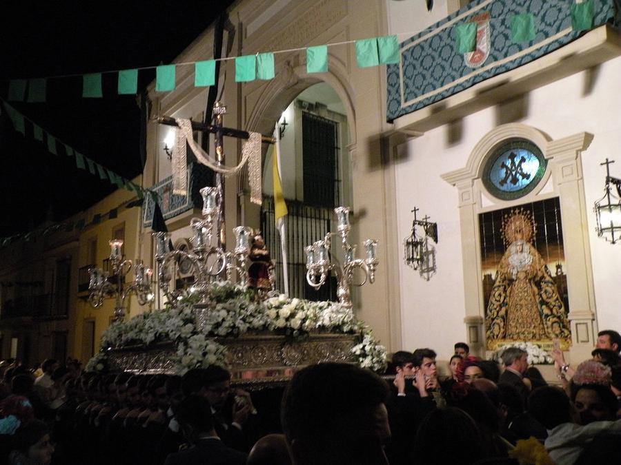 La Oliva tras la Santa Cruz de Alcalá del Río
